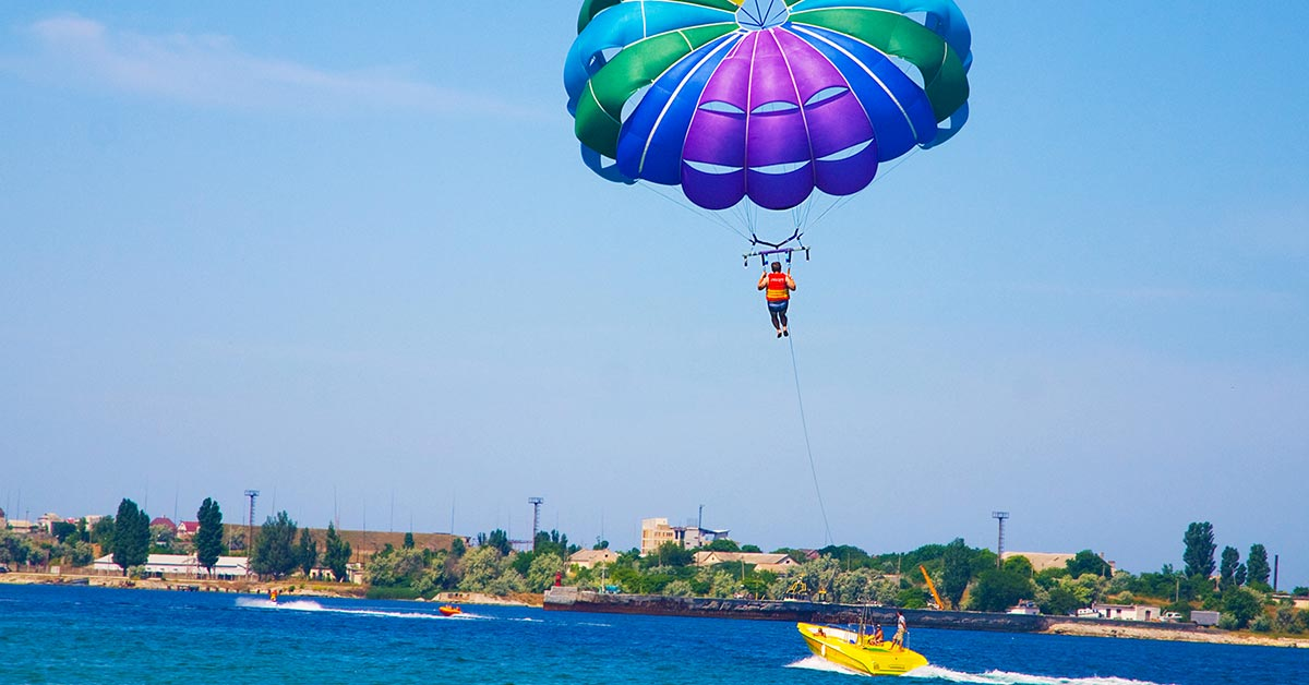 Essential Beginner Tips for Parasailing Safely